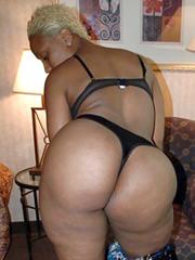 Blonde ebony with huge ass amateur..