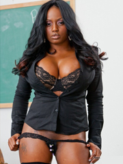 Ebony MILF babe Jada Fire spreads and..