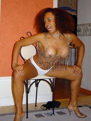 These curvy ebony wives want to be nude..