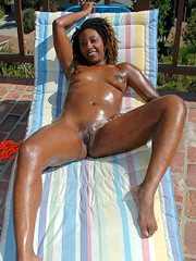 Check out this sexy ebony babe get down..