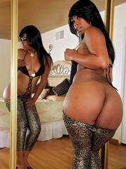 Ebony hottie Vanessa Monet shows off..