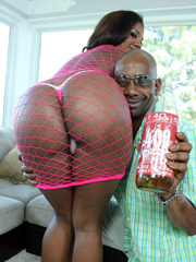 Ebony babe with a big ass Sydnee Capri..